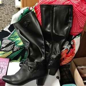 Black Boots size 8.5 Like New